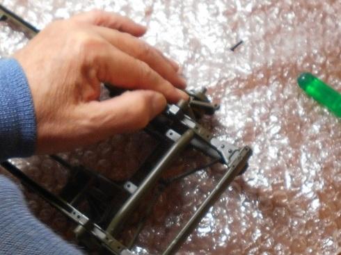 ジープを作る。ステアリングパーツを取り付ける.JPG