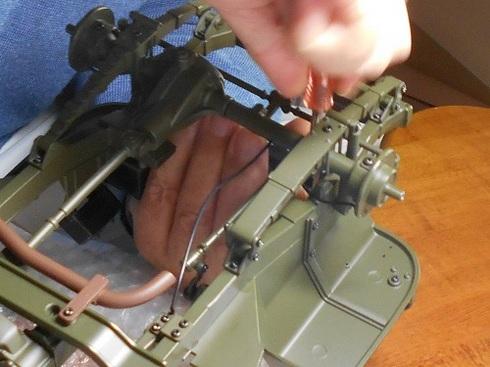 ジープを作る。ラジエーターとエンジンを取り付け.JPG