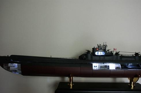 夫が作る伊四〇〇。完成。魚雷発射管室。司令塔内部(上部にある部屋)、通信室、発令所、機械室のライト。白灯.JPG
