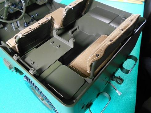 夫が作る手作り模型ジープ。フレームとボディ.JPG