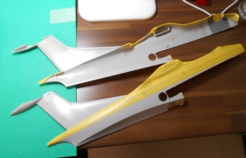 夫が作る帆船模型・日本丸。糸を張って中心を確かめます.JPG