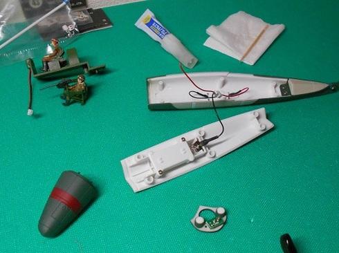 夫が作る模型飛行機「晴嵐」。フロート.JPG