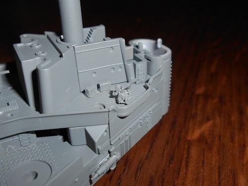 通風筒を甲板上に取り付ける作業。夫が作る帆船模型・日本丸.JPG