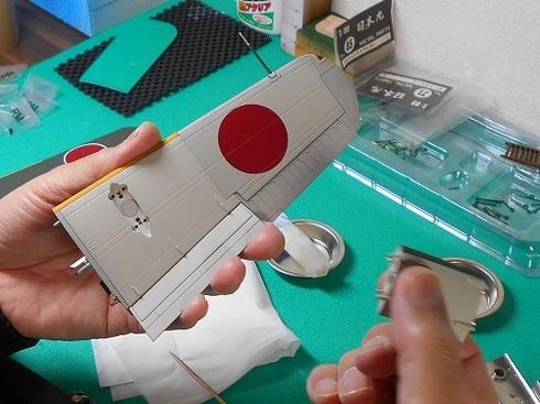 夫が作る模型飛行機「晴嵐」。フロートの取り付け.JPG