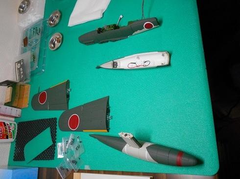夫が作る模型飛行機「晴嵐」。機体・フロート・翼.JPG
