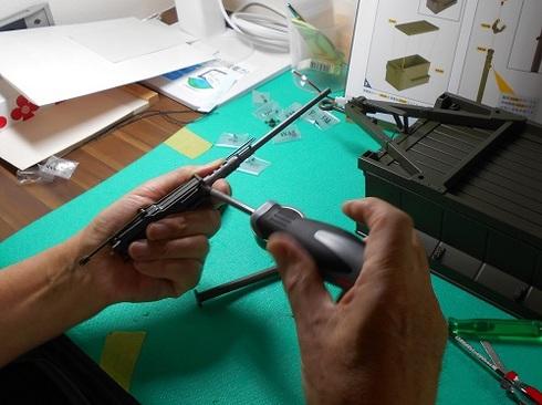 模型・ジープを作る。機関銃を組み立てる.JPG