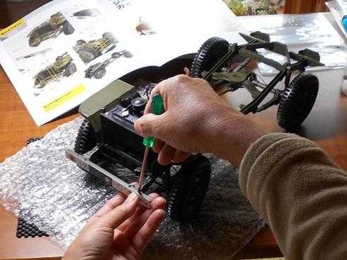 ジープを作る。フロントバンパーの取り付け.JPG