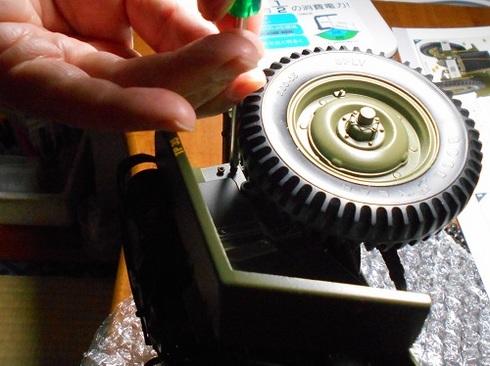 ジープを作る。ラジエータグリルをつける。.JPG