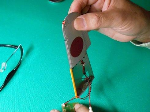 夫が作る模型飛行機「晴嵐」。翼端灯とファイバーの取り付けなど.JPG